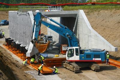 Pont-Rails Mis en place par Ripage Toulon-sur-Allier(03) - crédit photo Eiffage TP