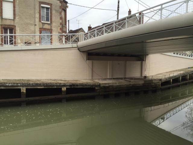 """Département du Loiret, RD93 communes de Chatillon-Coligny & Sainte-Geneviève-des-Bois, Pont du """"Purault"""" sur le canal de Briare - crédit Photo BOUYGUES Travaux Publics Régions FRANCE"""